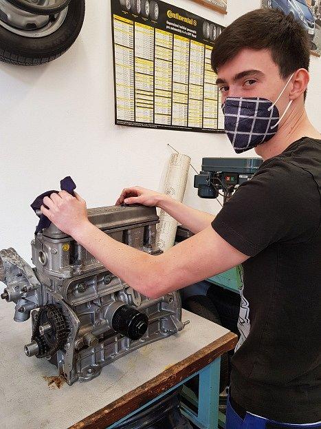 Studenti teplické průmyslovky zahájili sérii praktických maturit.