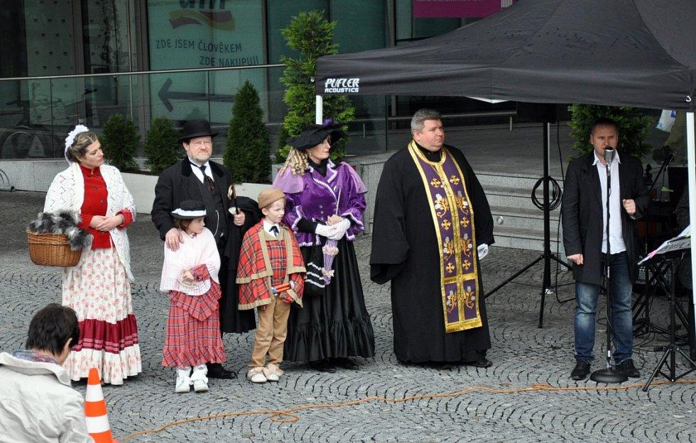 Turistická mašinka jménem Humboldt bude po historickém centru a lázeňských centrech Teplic jezdit od května až do října.