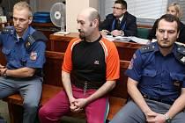 Soud řeší vraždu dvou seniorek, obžalovaný se přiznal