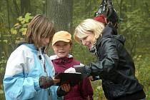 Den s Lesy do podhradí přilákal víc než stovku lidí  Na děti tu čekaly hry a soutěže ze znalostí přírody a myslivosti