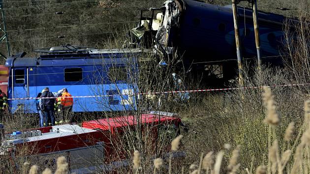 V Chotějovicích na Teplicku se srazily dva vlaky.