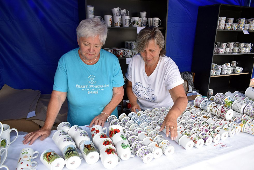 Letní porcelánové trhy vDubí.