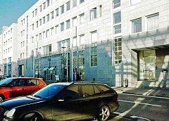 Magistrát u DK Teplice zde vyřídíte například žádosti ohledně dokladů, tedy pas, občanský průkaz, agendu ohledně provozování motorových vozidel, je zde matrika, evidence obyvatel, zajišťují se zde svatební termíny, sídlí zde odbor dopravy a živ. prostředí