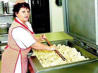 V nové kuchyni DD v Bystřanech