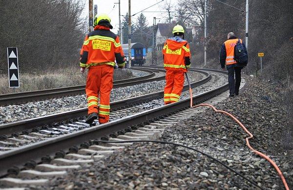 Fotografie zmísta, vlaky uProboštova stály.