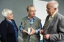 František Kotěšovec (uprostřed) zemřel ve věku 87 let.
