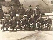 Na snímku posádka letounu sestřeleného u Mukova.