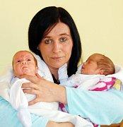 Mamince Lence Frolíkové z Krupky se 10. února v ústecké porodnici v 9.15 hodin narodil syn Tadeáš, měřil 43 cm a vážil 1,9 kg a v 9.16 hodin syn Martin, měřil 37 cm a vážil 1,2 kg..