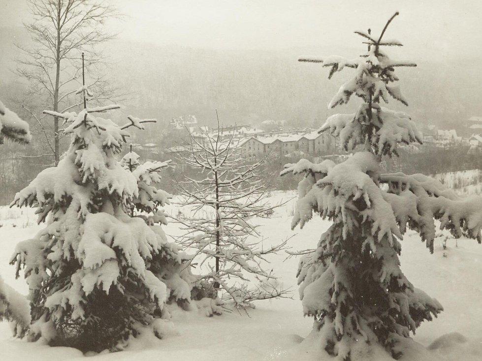 Zima v Krušných horách na archivních pohledech a fotografiích. Tereziny lázně v Dubí.