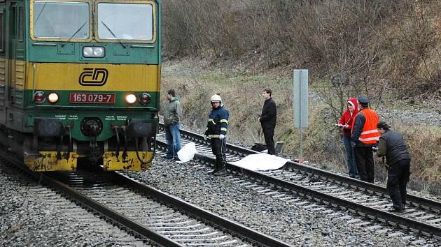 Rychlík u Proboštova na trati Teplice - Ústí nad Labem přejel muže, asi šlo o sebevraždu