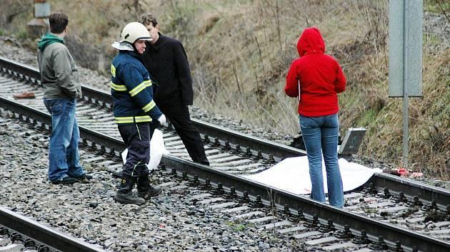 Nezletilou dívku srazil vlak z Třebíče, na místě zemřela
