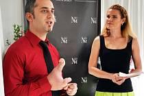 Petr Marek s moderátorkou módní přehlídky Zlatou Jílkovou.