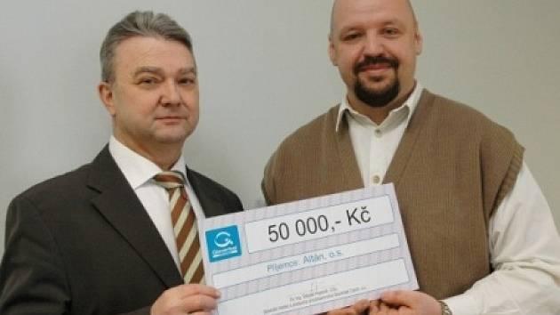 Štěpán Popovič předal kdysi šek Milanu Strnadovi z Altánu.
