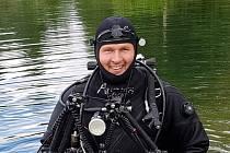 Sportovní potápěč. Má za sebou řadu ponorů ve sladkých i slaných vodách.