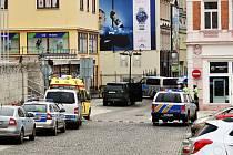 Přepadení zlatnictví v Krupské ulici v Teplicích a uzavírka centra města.