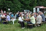 Tradiční dvoudenní pouť na louce ve Mstišově .