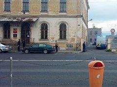 Policisté prověřovali pípající balíček na poště na teplickém nádraží. Uzavřeli kvůli němu okolí