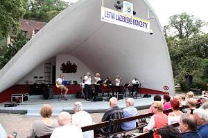 Mušle v Teplicích, v šanovském parku. Letní koncerty pořádá DK Teplice.
