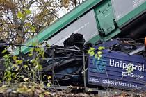 Nehoda dvou nákladních vlaků u Velvět na Teplicku. Jeden strojvůdce zemřel.