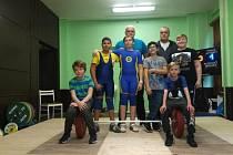 MLADŠÍ ŽÁCI TEPLIC. Dole zleva: M. Doležal, Voska. Uprostřed zleva: Veselý, M. Sobotka, Zajac a Beneš. Vzadu zleva: Sobotka ml., Sobotka st.