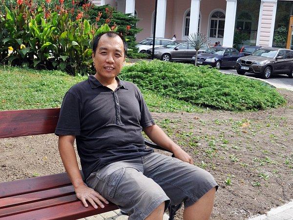 Novinář Ren Peng, který vČechách používá jméno Vojta, je korespondentem listu Guang Ming Daily.
