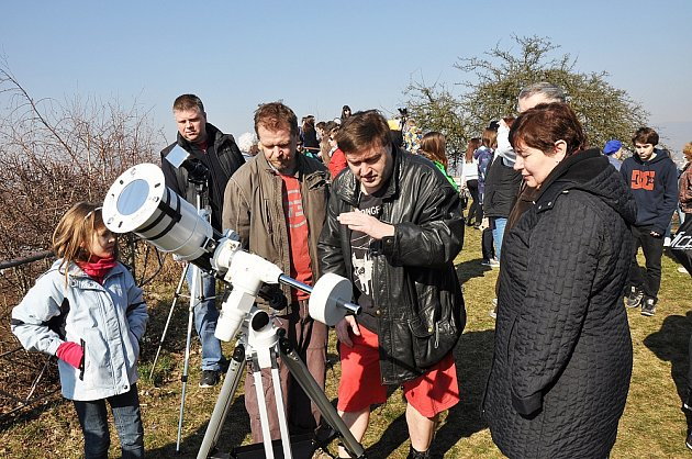 Pozorování částečného zatmění Slunce zteplické hvězdárny.