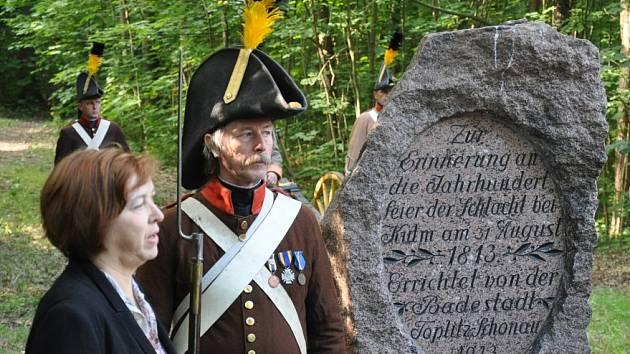 U pomníku se střílelo z děla