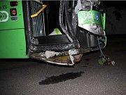 Autobus při neplánované projížďce utrpěl několik šrámů.