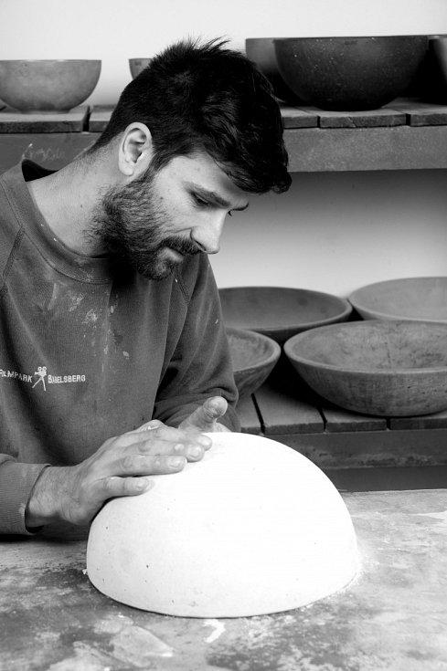 Návrháři Michaela Čejchanová a Roman Kolář pracují s betonem