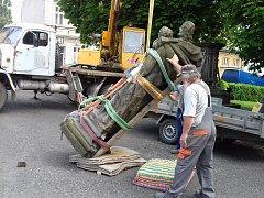 Město Hrob se pustilo do opravy sochy svatého Josefa.