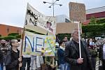 Demonstrace proti Babišovi v Teplicích, náměstí Svobody, 28. května.