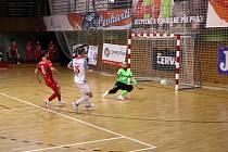 Svarog do finále nepostoupí. S Chrudimí (červené dresy) prohrál čtvrtou bitvu 3:5.