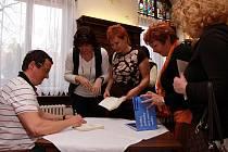 Michal Viewegh četl ze svých knížek v Regionální knihovně v Teplicích