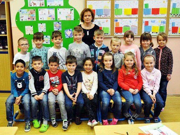 Na fotografii jsou žáci ze ZŠ Nové lázně, 1.Atřída paní učitelky Evy Markové.