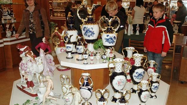 Porcelán zlákal stovky lidí