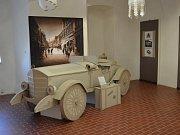 """Výstava """"100 let republiky"""" je vytvořená z papíru, textilu a lidského umu."""