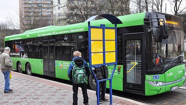 Autobus v Teplicích, ve stanici Alejní ulice.