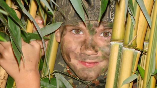 2. Bojovník v džungli na zahradě.