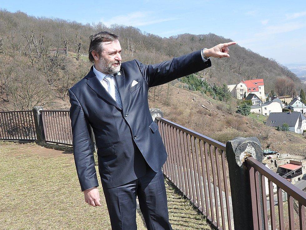 Zdeněk Bergman, kandidát na senátora za obvod Teplice, na hradě v Krupce.