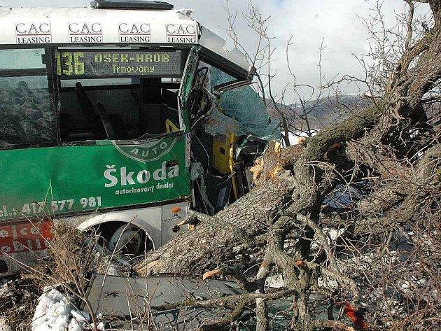 Nehoda autobusu u obce Hrob na Teplicku