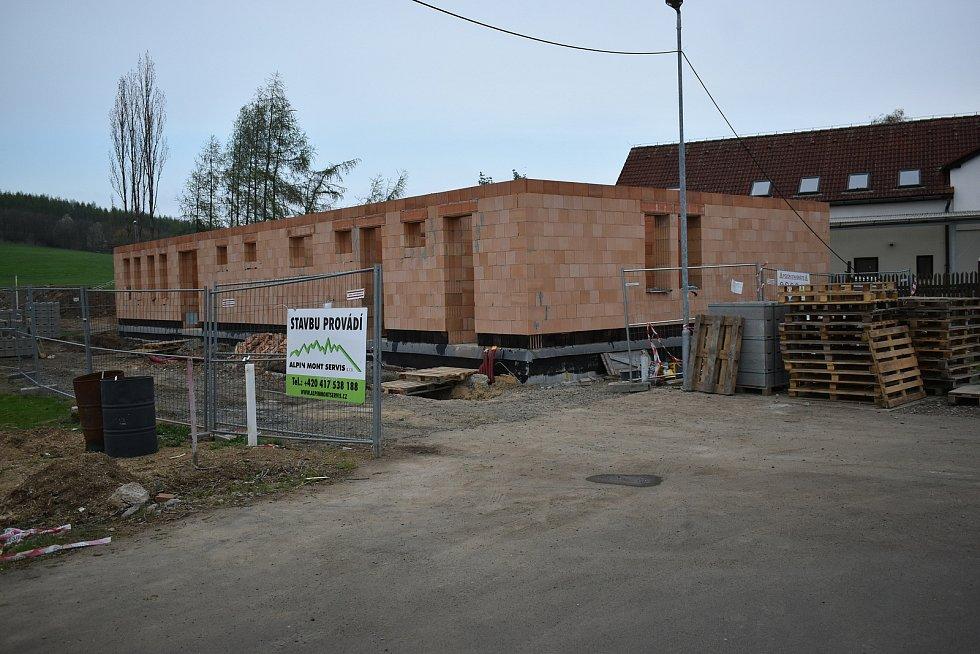 V Suché probíhá rekonstrukce kabin a okolí hřiště