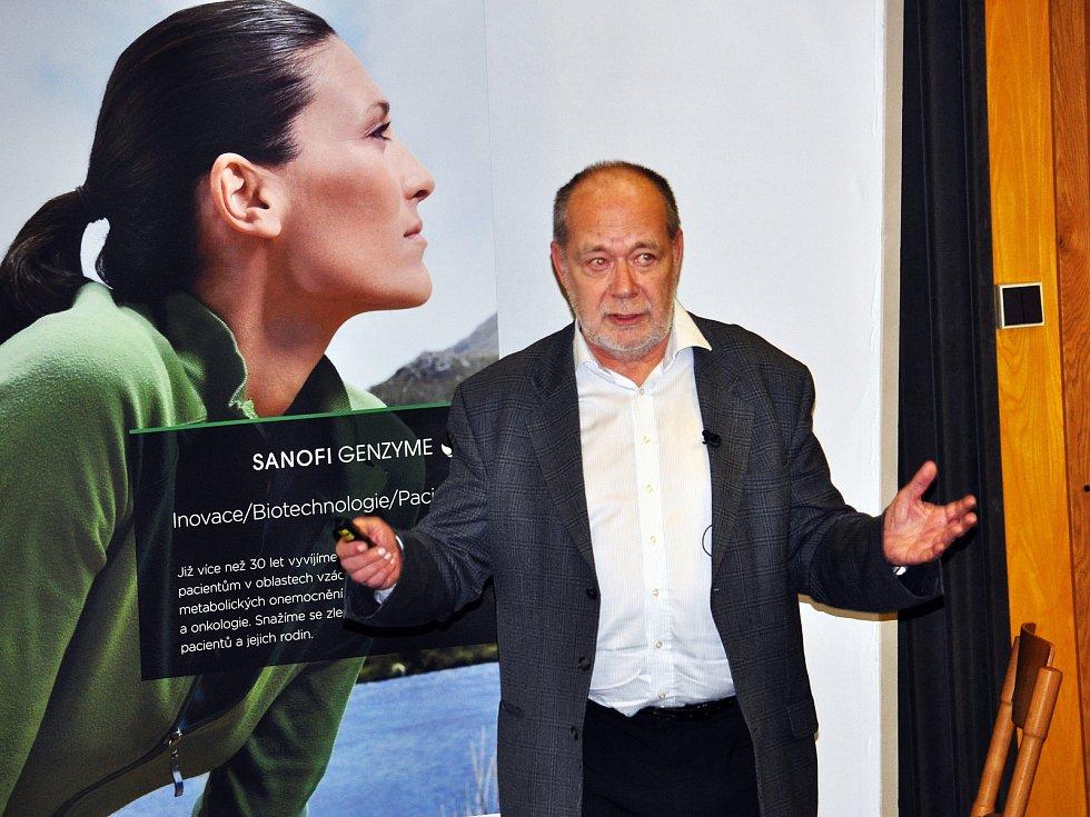 Konference centra pro diagnostiku a léčbu demyelinizačních onemocnění se konala v přednáškovém sále Polikliniky Nemocnice Teplice Na snímku MUDr. Jiří Piťha