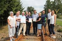 Vysocí představitelé Česka i Saska, vedení obcí, zástupci spolků či konzulka v Drážďanech si nedávno prohlédli chybějící úsek Moldavsko–Freiberské dráhy.