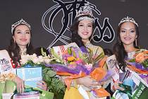 Trojice nejkrásnějších dívek. Miss Vietnam České republiky se pro rok 2014 stala jednadvacetiletá Hana Maiová pocházející z Ostravy. První vicemiss je Le Ha z Proboštova (vlevo), třetí skončila Nguyen Thu Trang.