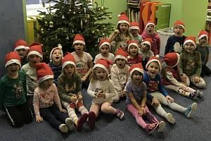 Do akce Česko zpívá koledy sDeníkem se ve středu 9. prosince zapojila i mateřská škola z Jeníkova u Teplic.