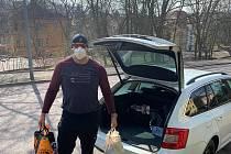 Vladislav Tuláček při pomoci potřebným