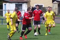 Okresní přebor, skupina A: TJ Proboštov B (ve žlutých dresech) - FK Rtyně nad Bílinou 3:1 (1:1).