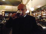 Michal Horáček si v rámci projektu Deníku s názvem Den s prezidentským kandidátem vyzkoušel, jak se vaří pivo v Pivovaru Monopol Teplice