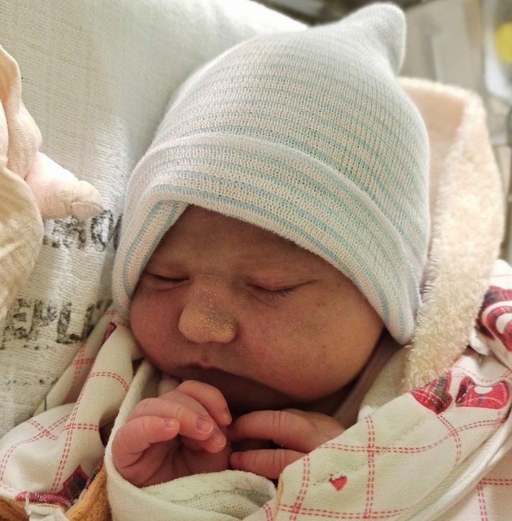 Týna Kučerová se narodila mamince Martině Šimkové a otci Miloslavu Kučerovi v teplické porodnici 21. ledna 2021 v 7:36 hodin.  Vážila 3700 gramů a měřila 52 cm.