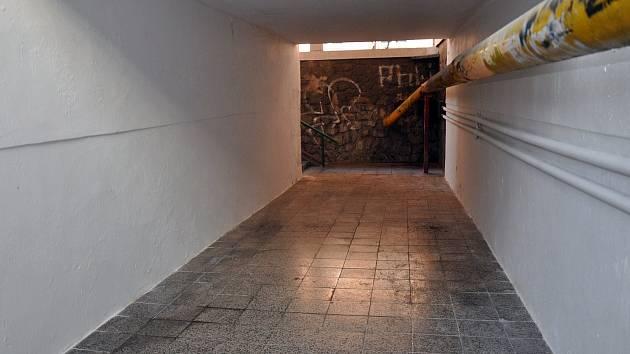 Podchod pod kolejema v Dubské ulici